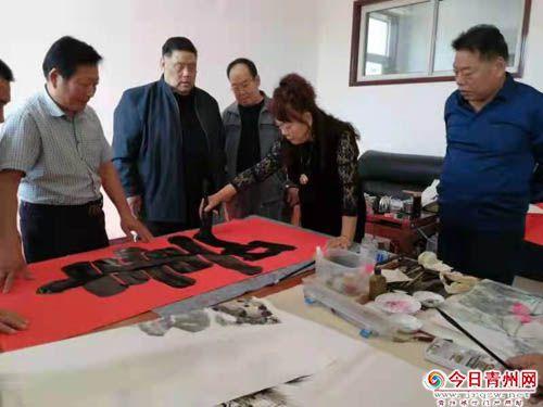 青州市老年书画研究会 举办重阳节书画送温暖活动